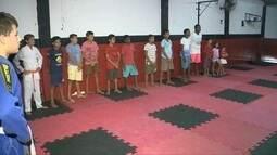 Projeto social incentiva crianças a praticarem o jiu-jitsu na cidade de Sousa