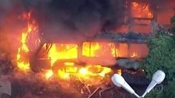 Ônibus pega fogo no Flamengo