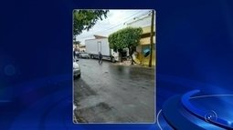 Caminhão perde freio e invade bar em bairro de Penápolis