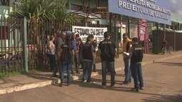 Servidores de Santana fazem greve em protesto pela regulamentação de cargos e salários