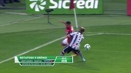 """Victor Luiz relembra lance de eliminação da Copa do Brasil: """"Vi o drible umas 50 vezes"""""""