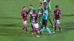 Comentaristas analisam empate entre Chapecoense e Flamengo e falam sobre Everton Ribeiro