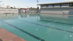 No AP, piscina olímpica paralisa aulas por falta de produtos de limpeza