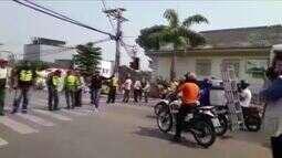 Motofretistas fecham principais ruas do Centro em protesto e causam transtorno no trânsito