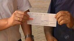 Jovem que achou cheque em branco assinado encontra dono