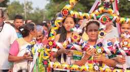 A festa do Sairé é uma manifestação folclórico-religiosa que louva o Divino Espírito Santo