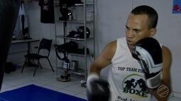 Sem patrocínio, boxeador 'Punho de Aço' se prepara para disputa do cinturão brasileiro