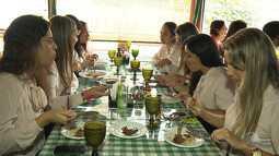 Restaurantes e bares se adaptam para atrair mais clientes e comemoram melhora no movimento