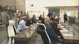 Estivadores protestam contra adiamento da votação sobre o aumento do ISS em Guarujá