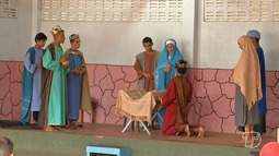 Crianças e adolescentes atendidos pela Pastoral do Menor encenam o Auto de Natal