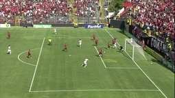 Marcelo Pitol! Roger chuta forte e goleiro defende com o pé, aos 21' do 1º tempo