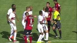 Cartão vermelho! Ruan leva segundo amarelo e está fora do jogo, aos 33' do 1º tempo