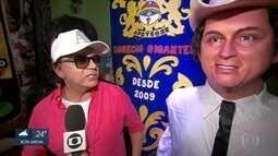 Chitãozinho conhece boneco gigante em sua homenagem no carnaval do Recife
