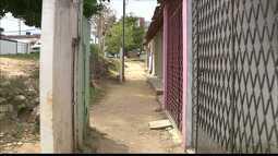 Moradores da Comunidade Riachinho em João Pessoa sofrem com erosão e chuva