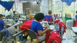 Confecções e lojas de Araraquara aumentam a produção de uniformes escolares