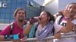 Fãs dormem em fila para comprar ingressos do show de Demi Lovato em Olinda