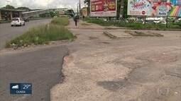Buracos atormentam moradores de comunidade em Paulista, no Grande Recife