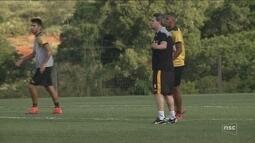 Em reencontro de Argel com Figueira, Criciúma tenta fugir da degola neste domingo (25)
