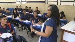 Conheça história de uma professora que ama ajudar seus alunos
