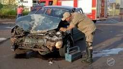 Motorista embriagado colide contra dois carros parados em Campo Grande