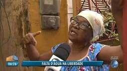 Moradores reclamam da falta de água na Liberdade, em Salvador