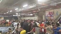 Estação da Lapa fica superlotada por conta do caos gerado pelo apagão