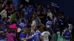 Cruzeiro x Taubaté pela Superliga de vôlei termina em confusão dentro e fora da quadra