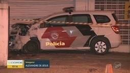 Acidente entre viatura da PM e carro deixa pessoa presa nas ferragens, em Campinas