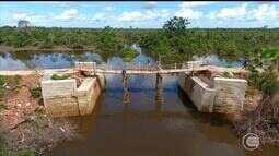 Ponte sobre riacho é construída há nove anos e nunca foi concluída