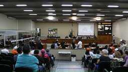 Câmara aprova projeto que regulamenta funcionamento de mercados aos domingos