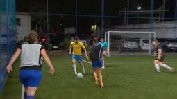 Jonas foi jogar futebol com um time feminino de São José dos Campos