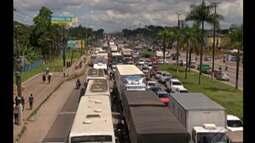 Caminhoneiros protestam contra reajuste do combustível fecgando rodovias no Pará