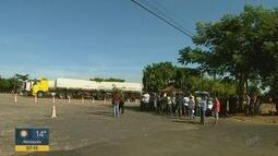 Caminhoneiros bloqueiam distribuidoras de combustível na região de Ribeirão Preto