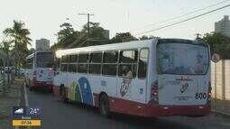 Araraquara reduz frota de ônibus como medida para economizar combustível.
