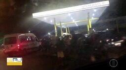Procura por combustíveis ainda é intensa em postos do interior do Rio