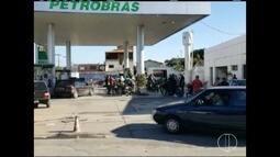No 6º dia de greve, população procura por combustíveis em postos de Montes Claros