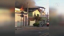 Casa pega fogo com moradora na Vila Didi em Jundiaí