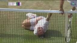 Tenista brinca com as quedas de Neymar em Wimbledon