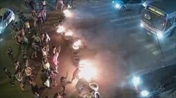 Invasores fecham via e queimam pneus em protesto contra despejo do Macapaba