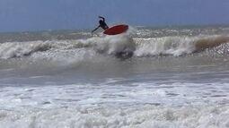 Talento de Baía Formosa, Adauto Sena mostra habilidade nas ondas