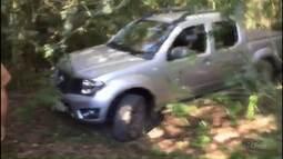Câmeras de segurança registram ação de bandidos em revenda de carro em Carambeí