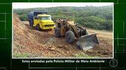 Policiais da UPAM apreendem caminhão e um trator em Araruama, no RJ