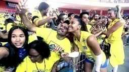 Apesar de derrota, jogadoras de vôlei curtem recepção calorosa da torcida brasiliense