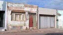 Moradores sofrem com problemas ocasionados por terrenos abandonados em Juazeiro do Norte