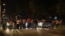 Taxistas fecham trecho da Av. Fernandes Lima em protesto pela morte de companheiro