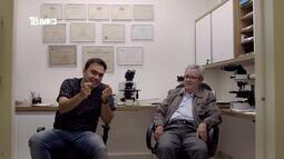 Tô Indo 08/09: em Juiz de Fora, Mário conhece legista que fez autopsia de Elvis Presley
