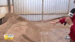 Homem é soterrado por areia em Goiânia