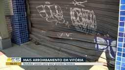 Farmácia é alvo de tentativa de arrombamento em Vitória
