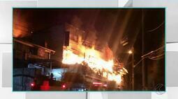 Prédio de fábrica de meias desaba durante incêndio em Juiz de Fora