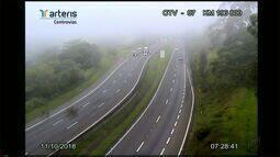 Rodovia Washington Luís tem neblina e chuva na manhã desta quinta-feira (11)